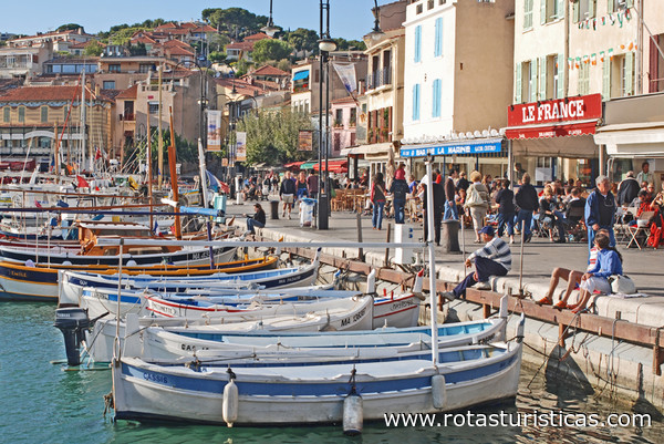 Cassis vacaciones informaci n hoteles rutas tur sticas for Cassis france hotels